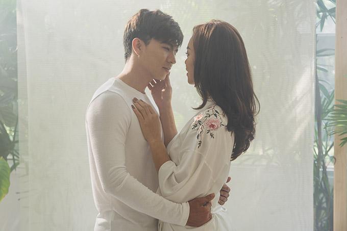 Trong trailer MV dài 20 giây Mai Ngô khiến khán giả tò mò vớipha ôm ấp, khoá môi Steven Nguyễn.