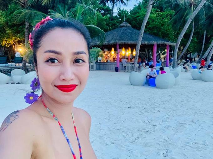 Ốc Thanh Vân được mệnh danh là bà mẹ sành du lịch nhất nhì showbiz Việt. Vừa trở đi từ chuyến đi này chưa đăng hết ảnh, bà mẹ 3 con lại tiếp tục lên đường. Lần gần đây nhất, hai vợ chồng dành thời gian để đi du lịch riêng mà không đem theo các con, để tận hưởng những khoảnh khắc lãng mạn trọn vẹn bên nhau ở thiên đường biển xanh Maldives.