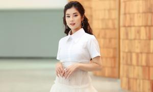 Hoàng Yến Chibi diện váy nửa kín nửa xuyên thấu đi event