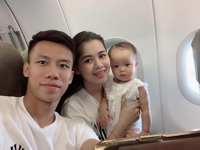 Quế Ngọc Hải cùng bà xã Dương Thùy Phương và con gái Sunny tới Nha Trang từ cuối tuần trước sau khi V-League 2019 khép lại gia đoạn lượt đi.