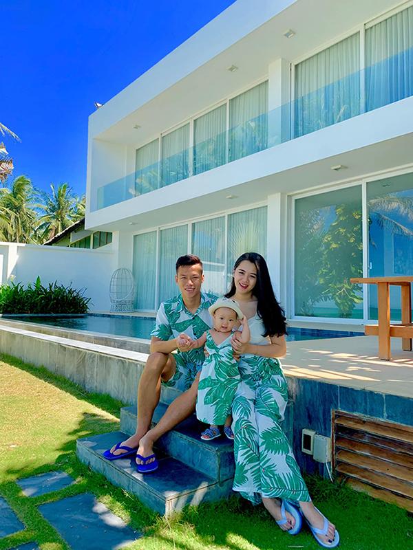 Trên trang cá nhân, vợ chồng Quế Ngọc Hải liên tục đăng ảnh khoe những khoảnh khắc hạnh phúc của gia đình trong kỳ nghỉ.