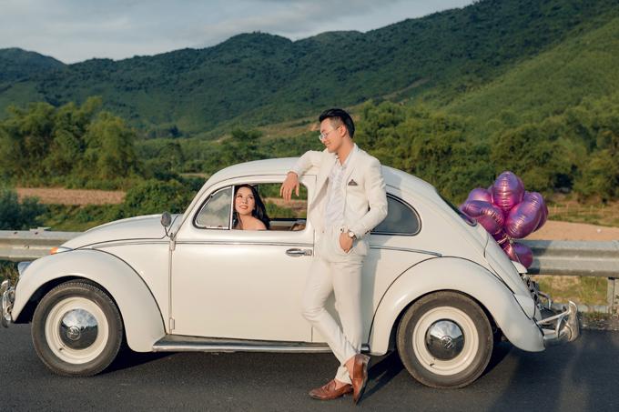 Lưu ý chung khi chụp ảnh ngoại cảnh là cô dâu chú rể không cần lựa chọn trang phục cầu kỳ mà nên chọn các sắc màu tươi sáng, đơn sắc.