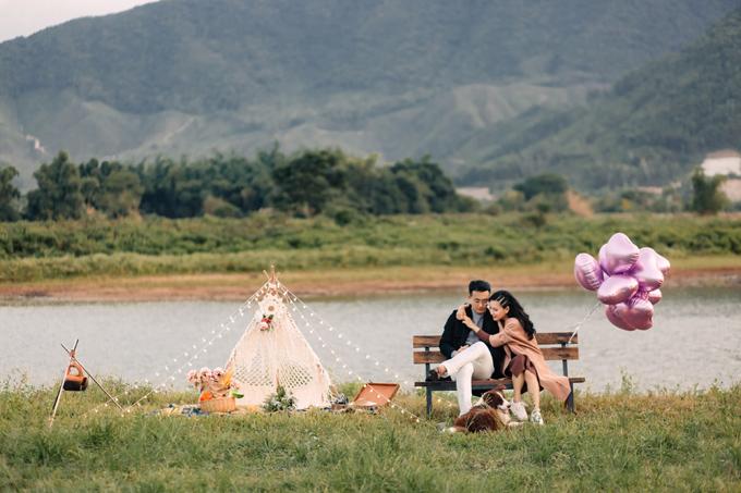 Cũng với không gian ở thung lũng Yên, bạn có thể lên kịch bản cho bộ ảnh cưới của mình như một buổi dã ngoại chỉ có đôi ta.