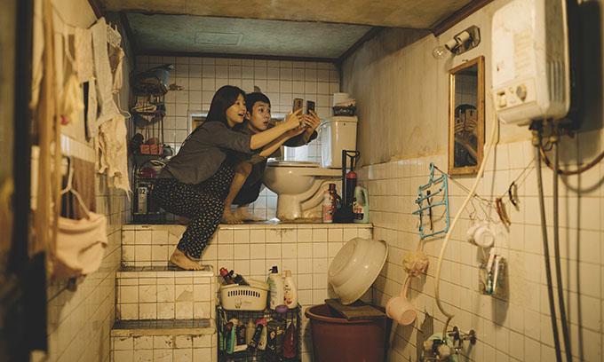 Bộ phim dàn dặng căn nhà ở phía dưới mặt đất của gia đình Ki Woo tỉ mỉ và ám ảnh.