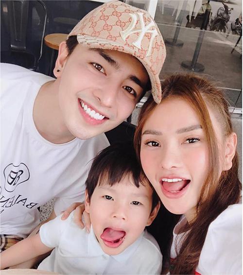 Thu Thủy đăng ảnh hạnh phúc bên Kin Nguyễn và con trai.