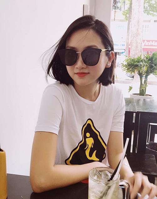 Vợ 9X của ca sĩ Lam Trường khoe tóc mới trẻ trung.