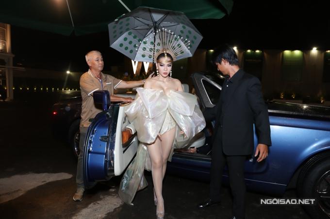 Tối 21/6, Thu Minh tổ chức buổi showcase I am Diva tại TP HCM. Nữ ca sĩ diện bodysuit khoe ngực đầy, eo thon.
