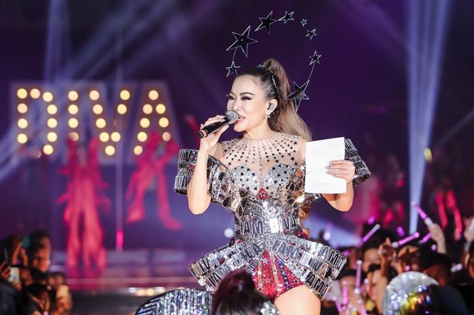 Thu Minh mặc sexy, nhảy bốc lửa trong showcase I am Diva - 8