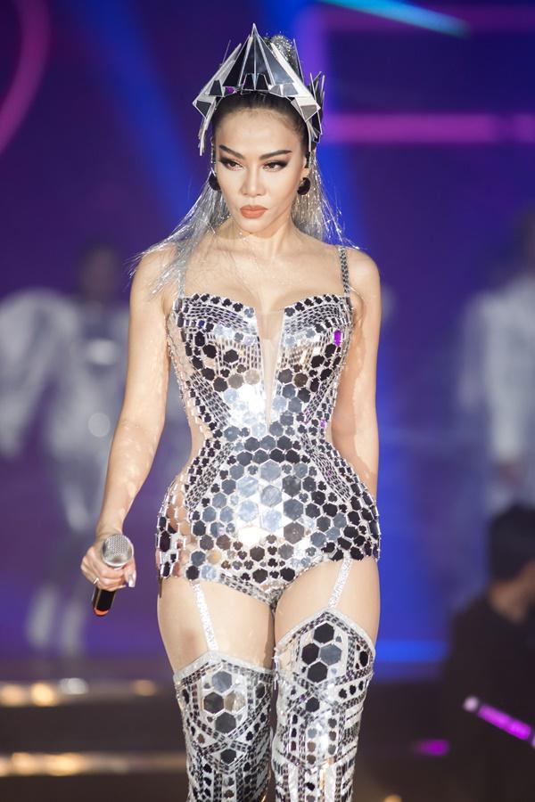 Thu Minh mặc sexy, nhảy bốc lửa trong showcase I am Diva - 3