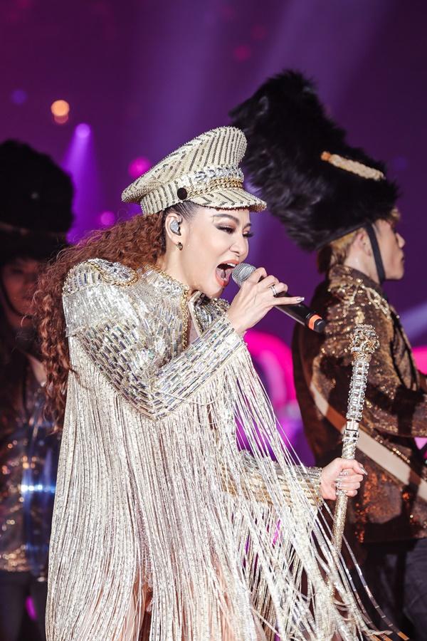 Thu Minh mặc sexy, nhảy bốc lửa trong showcase I am Diva - 4