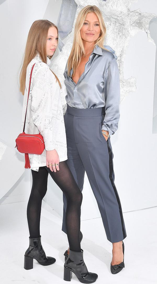 Cô gái sinh năm 2002 thừa hưởng nhan sắc và vóc dáng thanh mảnh của mẹ. Ở tuổi 16, Lila cũng vừa nối gót Kate Moss bước vào làng mẫu. Cô ký hợp đồng trở thành gương mặt đại diện cho dòng sản phẩm làm đẹp của Marc Jacobs vào cuối năm ngoái.