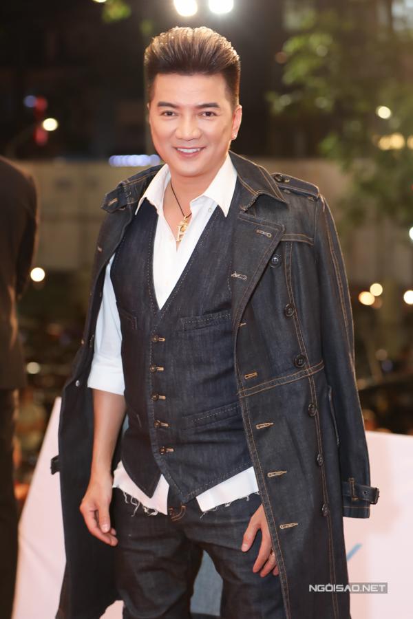 Ca sĩ Đàm Vĩnh Hưng hào hứng ngồi ghế nóng, lựa chọn thí sinh xứng đáng cho các danh hiệu cao nhất.