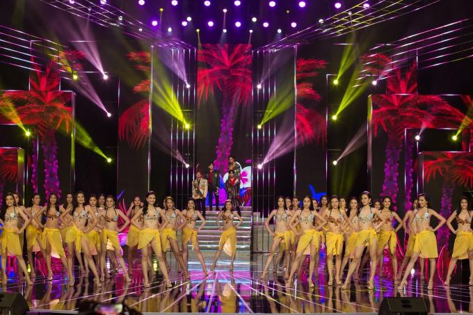 êm chung khảo phía Nam cuộc thi Hoa hậu Thế giới Việt Nam 2019 diễn ra tối 22/6 tại nhà hát Hoà Bình, TP HCM. Từ 33 thí sinh, ban giám khảo lựa chọn 20