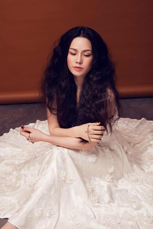 Nhật Kim Anh đầy tâm sự sau ly hôn: Con người ta chỉ tin vào mắt thấy tai nghe.Nhưngchuyện ở đời lại không đơn giản đến thế.Mọi thứ đều có uẩn khúc bên trong.