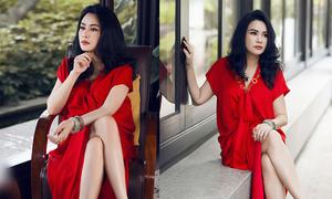 Thanh Lam mặc váy xẻ làm mẫu ảnh