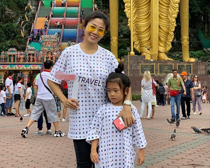 Nhân dịp nghỉ hè, diễn viên Mai Phương đưa con gái Lavie đi du lịch Malaysia - Singapore từ ngày