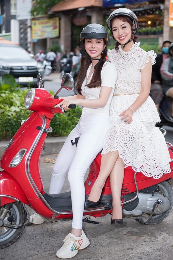Hoa hậu Jennifer Phạm đảm nhận dẫn dắt chương trình và gặp Huỳnh Vy ngay giữa trung tâm TP HCM. Sau đó, cả hai cùng nhau bằng xe máy để khám phá thành phố.