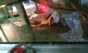 Chủ nhà hàng chỉ đạo giang hồ ném vỡ kính xe khách trên đường 1