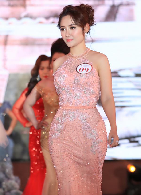 Thí sinh Nguyễn Ngọc Anh sở hữu gương mặt đẹp, vóc dáng đồng hồ cát. Cô lọt vào top 7 và giành giải phụ Hoa hậu Khả ái.