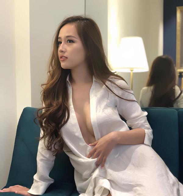 Không còn trẩy hội sự kiện như thời gian trước, nhưng Mai Phương Thuý luôn gây chú ý mỗi khi xuất hiện trước công chúng bởi phong cách sexy.