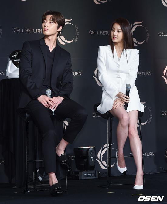 Hai nghệ sĩ Kang So Ra và Park Seo Joon.