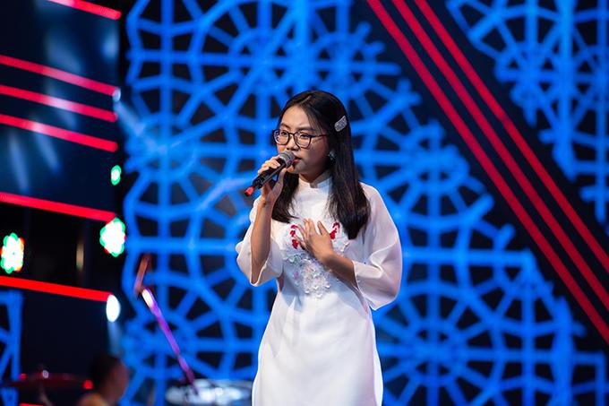 Phương Mỹ Chi vừa kết thúc lớp 10 hồi tháng 5 vừa qua. Bên cạnh đi hát, cô bé vẫn đảm bảo công việc học tập tại trường quốc tế.