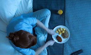 Nên và không nên ăn gì trước khi ngủ để tránh thao thức cả đêm
