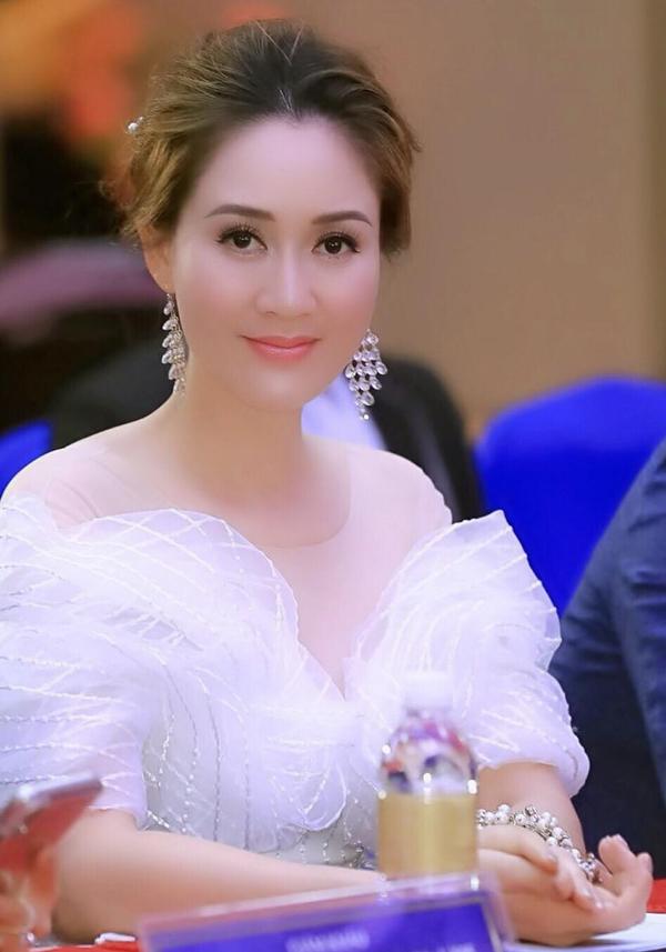 Hoa hậu Áo dài 1995 giữ vị trí trưởng ban giám khảo cuộc thi Hoa hậu Doanh nhân Hoàn cầu 2019.
