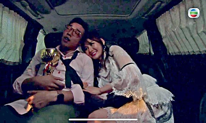 Cảnh phim Mái ấm gia đình tái hiện chuyện Hứa Chí An vụng trộm với Huỳnh Tâm Dĩnh.