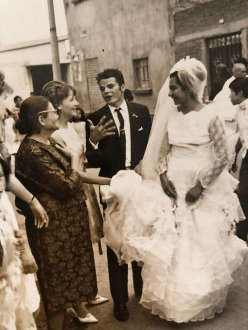 Nụ cười hiếm hoi của cô dâu trong ngày cưới.