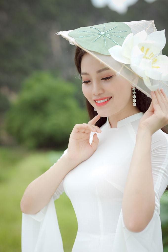 Hiện tại, Huyền Trangviên mãn, hạnh phúc với cuộc sống gia đình.Chồng cô và gia đìnhluôn yêu thương,động viên, tạo điều kiện trong công việc nghệ thuật.