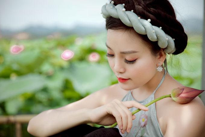 Sen là ca khúc viết về nét đẹp thuần khiết, thanh cao của loài hoa được mệnh danh là quốc hoa Việt Nam. Vẻ đẹp giản dị mà ngát hương của loài hoa sen từng là cảm hứng cho nhiềubài thơ, ca khúc.