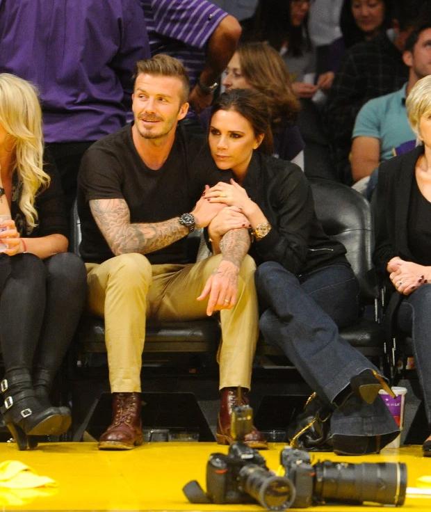 Tháng 5/2012, vợ chồng Becks quấn quýt trong một lần đi xem bóng rổ ở Mỹ. Thời gian ở Los Angeles, cựu danh thủ điển trai nhiều lần bị các paparazzi chụp được khoảnh khắc trộm nhìn dàn hoạt náo viên xinh đẹp trên sân bóng rổ.