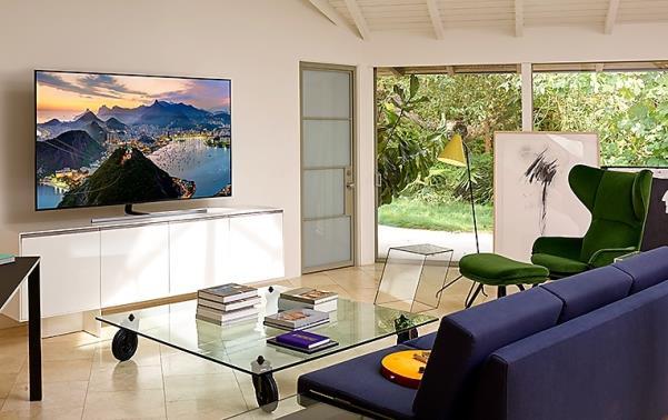 Nhờ chế độ Ambient Mode, QLED 4K có thể trở thành một khung tranh nghệ thuật hoành tráng với hình ảnh hiển thị thích ứng với sắc màu của không gian xung quanh.