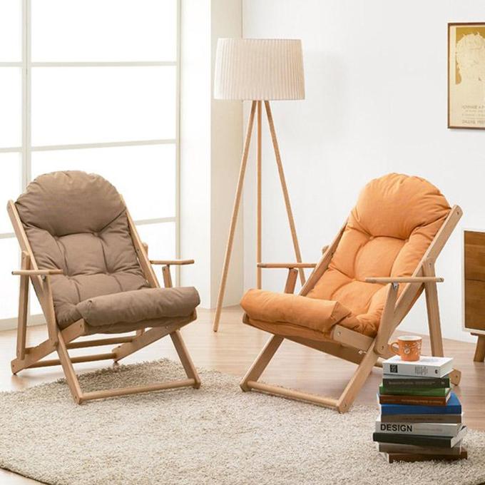 Mẫu ghế lười làm từ gỗ sồi, đệm vải cotton và bông tổng hợp với kích cỡ chuyên biệt, kiểu dáng hiện đại, phù hợp với mọi nhu cầu sử dụng như uống trà, đọc sách, thư giãn, nghe nhạc, nghỉ ngơi... Giá 2,1 triệu đồng.