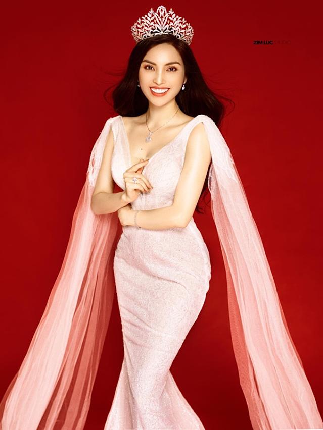 Tại sự kiện, Angel Kim còn tiết lộ một số hình ảnh quảng cáo chụp cho thương hiệu kim cương.