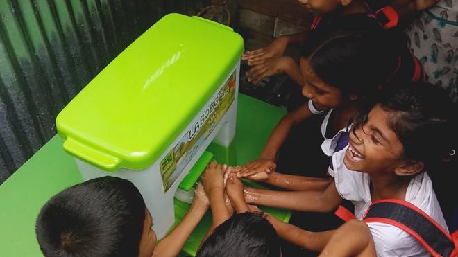 Dự án trang bị bồn rửa tay LaBobo đến với 100 trường học tại Việt Nam đangtriển khai.