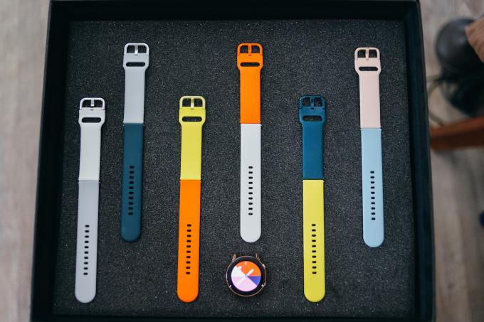 Galaxy Watch Active có đủ 7 màu dây đồng hồ thời trang.