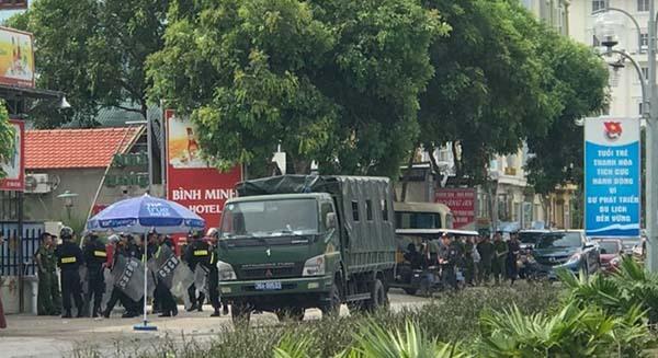 Suốt 4 ngày qua, hàng trăm cảnh sát thuộc nhiều lực lượng đã được huy động về khu du lịch Hải Tiến để ổn định trật tự.