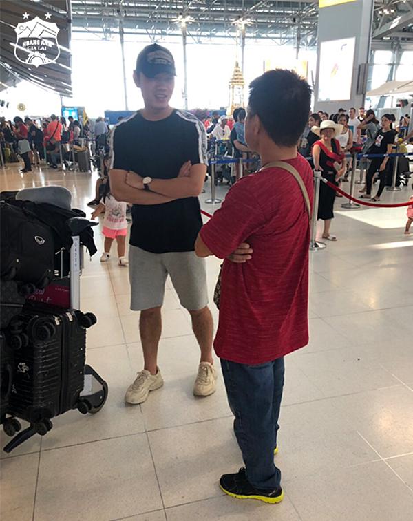 Xuân Trường ra sân bay, chuẩn bị về Việt Nam. Ảnh: HAGL.