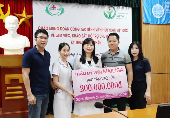 Vợ chồng chủ thẩm mỹ viện Mailisa làm thiện nguyện tại Vinh - 2