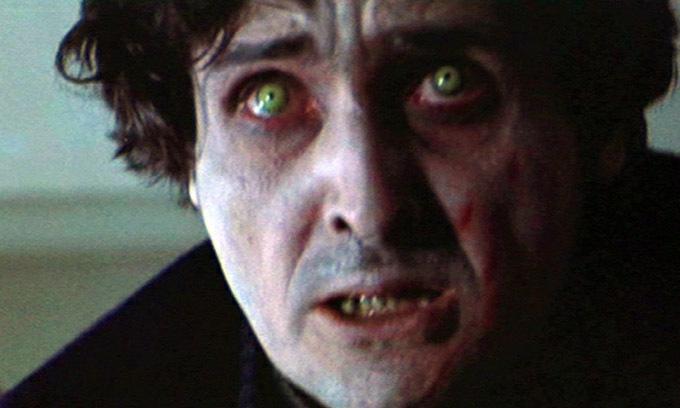 Chỉ vài ngày sau khi hoàn thành vai diễn trong The Exorcist, diễn viên Jack MacGowran (trong ảnh) đột ngột qua đời. Ngoài ra, một bảo vệ và một nhân viên kỹ xảo của phim cũng mất trên trường quay, bối ảnh phim bị cháy và phải phục dựng, một số khán giả trụy tim khi xem phim ngoài rạp.