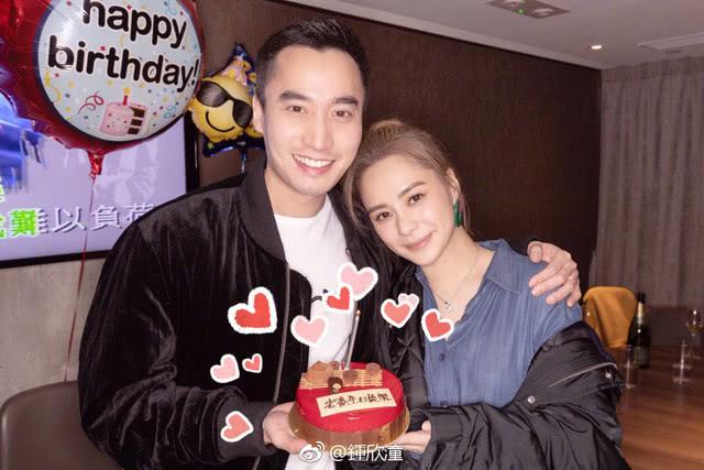 Diễn viên Chung Hân Đồng và chồng, bác sĩ Lại Hoằng Quốc.