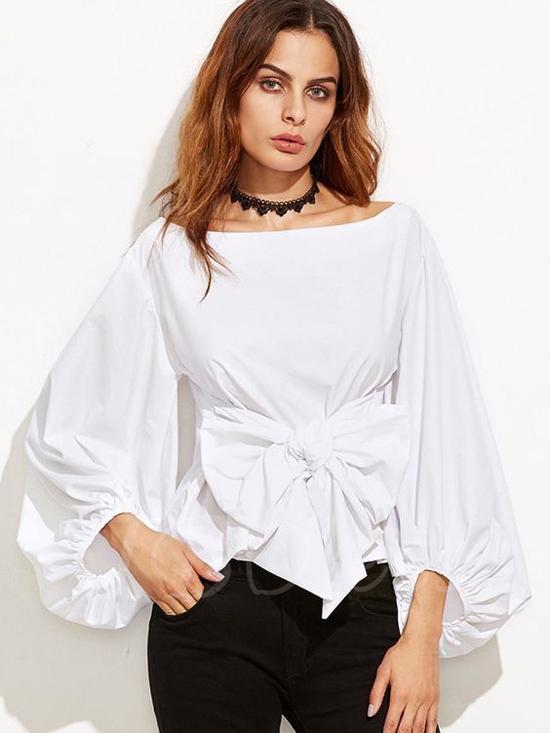 Các mẫu áo blouse thắt eo được xây dựng trên nhiều tông màu khác nhau, nhưng áo trắng vẫn là dòng sản phẩm được ưa chuộng nhất mùa hè này.
