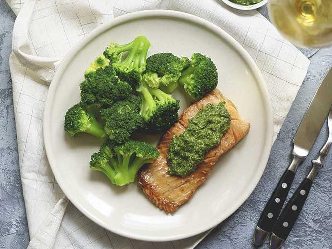 Cá tươi, súp lơ xanh, dừa... là những thực phẩm có hàm lượng lectin thấp.