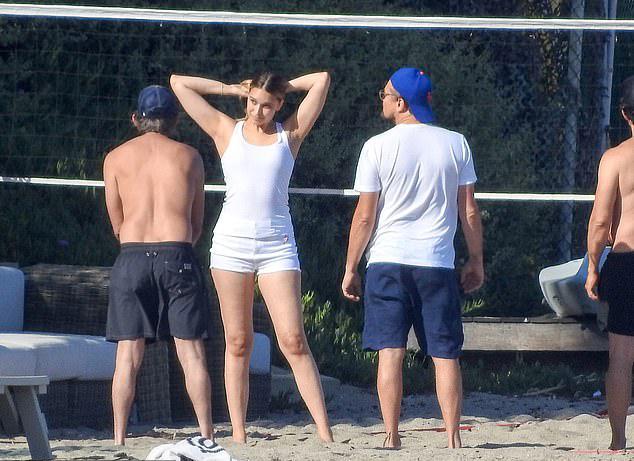 Ở tuổi 44, Leonardo DiCaprio vẫn chưa có ý định kết hôn. Anh hiện hẹn hò người đẹp 22 tuổi Camila Morrone (không xuất hiện trong chuyến đi chơi này).
