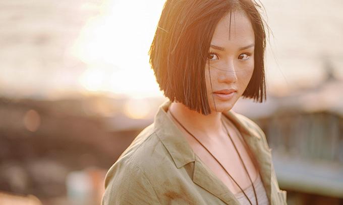 Sâm là cô gái mạnh mẽ, năng động và hơi quậy, tính cách khá giống Miu Lê ở ngoài đời. Cô gái miền biển có biệt danh là thợ đụng, nghĩa là đụng việc gì làm việc đó.