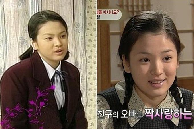 Từ năm 1996, Song Hye Kyo bắt đầu tham gia diễn xuất với một số vai nhỏ trong phim: Mối tình đầu (trái), Happy Morning, Six Siblings (ảnh phải)... Thời điểm này, gương mặt cô khá bầu bĩnh, có nét ngây thơ...
