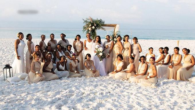 Hôn lễ có 12 phù rể nhưng tới 34 phù dâu.