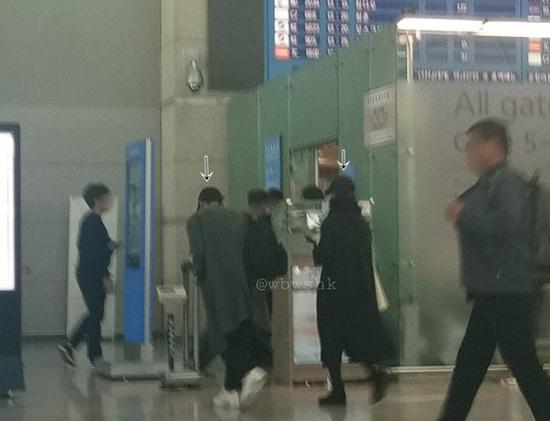 Song Hye Kyo - Song Joong Ki thường mặc lệch pha sau kết hôn - 1